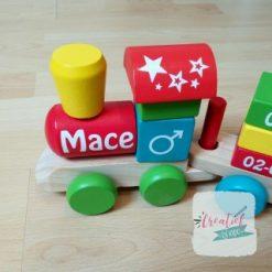 kraamcadeau met naam, houten trein met geboortegegevens, Mace