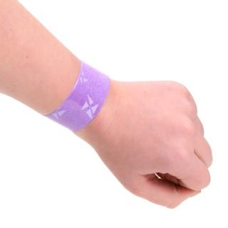klaparmband om een arm