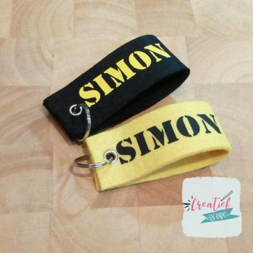 sleutelhanger met naam, zwart en geel Simon