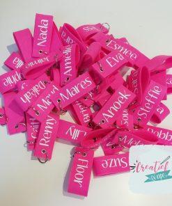 sleutelhanger fel roze met naam voor de hele klas