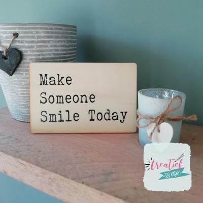 houten wenskaart make someone smile today