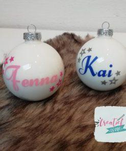 kerstbal wit met naam en sterretjes