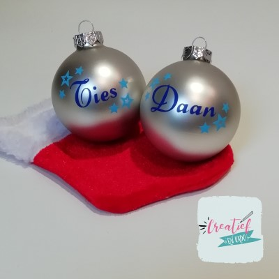 kerstbal zilver naam en kleine sterretjes