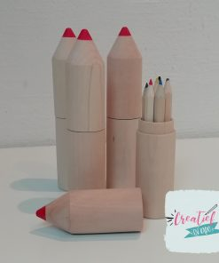 potlood met kleine kleurpotloodjes