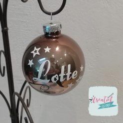 kerstbal bruin met naam en kleine sterretjes, bruine kerstbal, kerstbal met naam