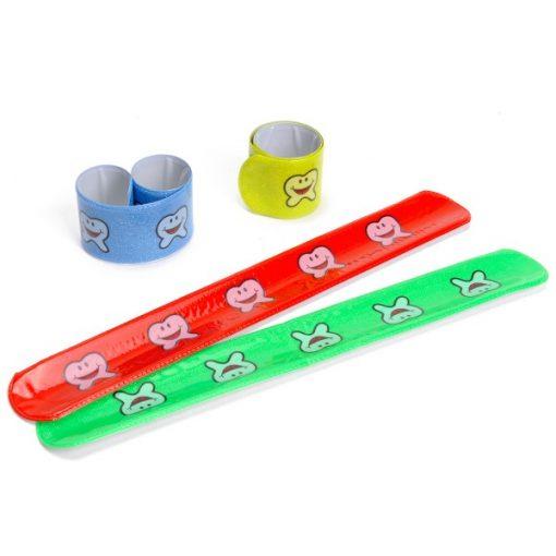 vrolijke tanden klaparmband, gekleurde klaparmband, tanden traktatie, uitdeelkadootje