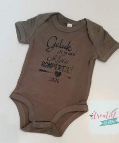 Geluk zit in een klein rompertje, romper camouflage, romper bedrukt, romper zwangerschap, cadeau babyshower