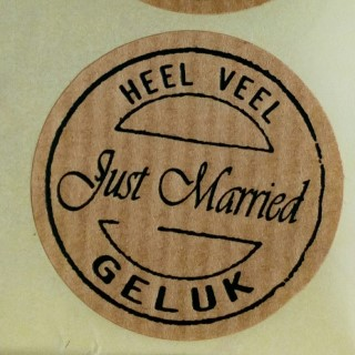 sticker just married, heel veel geluk, sluitzegel trouwen, kado sticker trouwen