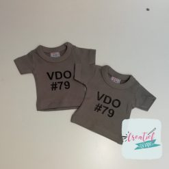mini shirtje VDO #79, mini shirt bedrukt eigen tekst, mini shirt grijs