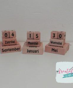 houten kalender, eeuwigdurende kalender zwart