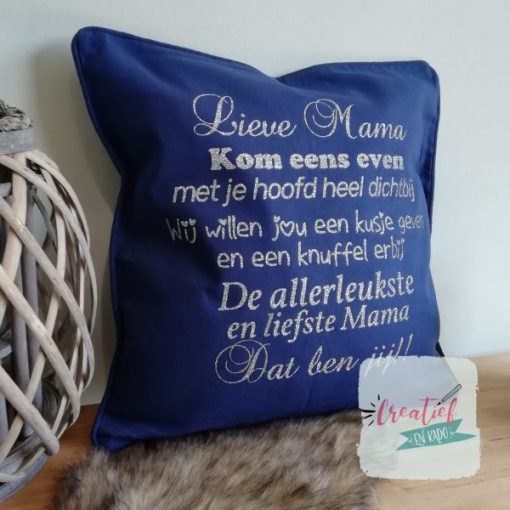 kussenhoes lieve mama knuffel versje, kussenhoes donker blauw, cadeau moederdag