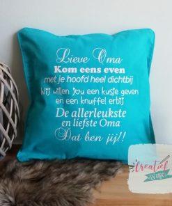 kussenhoes lieve oma versje knuffel, cadeau oma, moederdag cadeau, kussenhoes helderblauw,