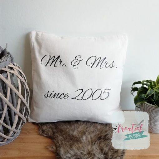 kussenhoes Mr & Mrs since 2005, kussenhoes jubileum, kussenhoes trouwdatum, trouw cadeau, kussenhoes wit