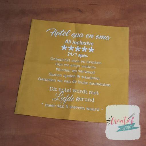 kussenhoes hotel opa & oma, kussenhoes geel 40x40 cm, cadeau opa en oma
