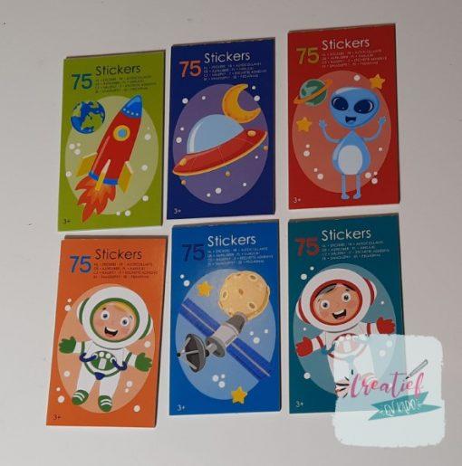 stickerboekje ruimtevaart, ruimtevaart traktatie, astronaut traktatie, jongens traktatie, ruimte traktatie