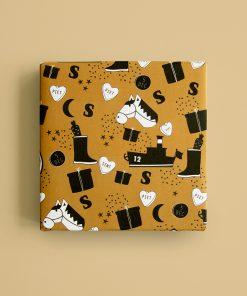 inpakpapier sint illustratie geel, inpakpapier sinterklaas, cadeau papier sinterklaas