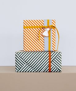 inpakpapier stiped diagonal petrol, cadeau papier stiped diagonal red, kadopapier, cadeau voorbeelden