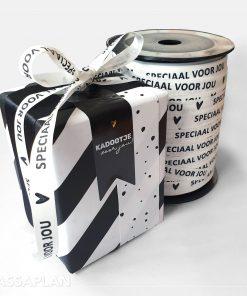 cadeau papier confetti day, inpakpapier confetti day, krulling zwart wit